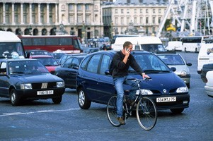 cycliste_telephonant